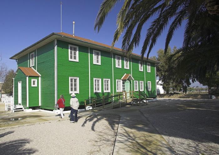 La Casa de Fusta és un dels edificis més emblemàtics del Delta de l'Ebre. Data de l'any 1926.